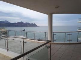 1501 Hibernian Towers Luxury Self Catering Apartment, hotel in Strand