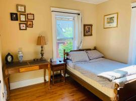 Private Room in Centrally located Cozy & Clean Homestay