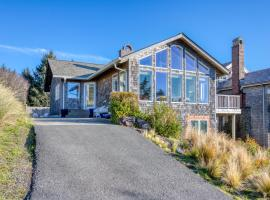 Chapman Point Cannon Beach Home with hot-tub