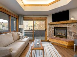 Beautiful 3-bedroom newly upgraded condo with views of Thunderhead Lodge, close to base area. #1012, spa hotel in Steamboat Springs