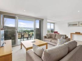 APOLLO BLUE 6 - modern waterfront apartment, hotel in Apollo Bay