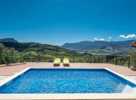 Algodonales Villa Sleeps 2 Pool Air Con WiFi, hotel in Algodonales