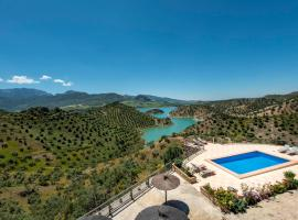 Zahara de la Sierra Villa Sleeps 6 with Pool and Air Con, hotel in Zahara de la Sierra