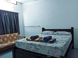 Tony's Guesthouse at Teluk Bahang, guest house in Batu Ferringhi