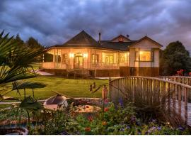 Kawau - private upstairs apartment, hotel in Palmerston North