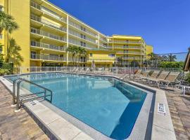 1BR Marco Island Condo with Patio - Walk to Beach!, hotel in Marco Island
