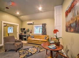 Downtown Branson Cottage w/ Pool Access!