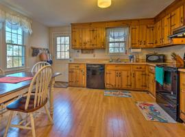 Cozy Yarmouth Home - Walk to Colonial Acres Beach!, holiday home in West Yarmouth