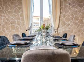 PENTHOUSE Loft 5MIN PALAIS DES FESTIVALS AND BEACH terrace view on castle, apartment in Cannes