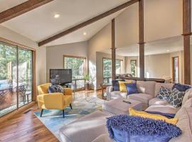 Sunriver Resort Home w/Hot Tub & 10+ SHARC Passes!