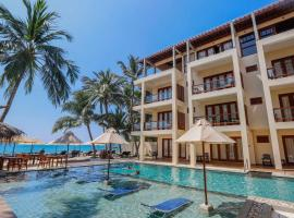 Sapphire Seas Beachfront Hotel, hotel in Hikkaduwa