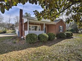 Greensboro Residential Retreat: 6 Mi to UNC-G