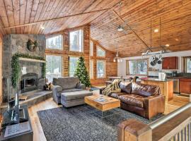 NEW! Luxurious Mountain Getaway - Fish, Hike, Ski!, hotel in Fairplay