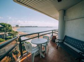 Apartamento a primera línea de mar con vista al mar y piscina