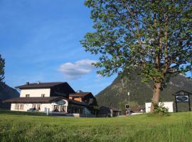 Pension Zeegershof, pet-friendly hotel in Heiterwang