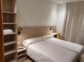 Hostal Conde Güell, hotel near Camp Nou, Barcelona