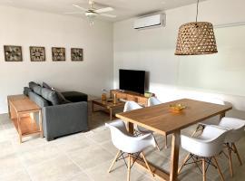BEAUTIFUL TWO BEDROOMS IN THE HEART OF ALDEA ZAMA, hotel que admite mascotas en Tulum