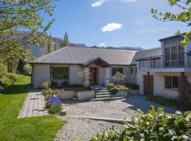 Lakes Retreat - Queenstown Holiday Home