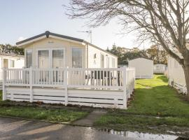 18D Shorefield Country Park, hotel in Lymington