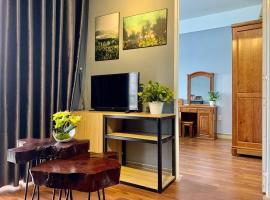 Monkey house R-2 bedrooms 1wc city center 1km to backpacker area, apartment in Hue