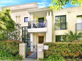 Campbelltown Most Sought After Park Central Home, hotel in Campbelltown