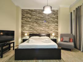 Studio 20 (the best spot in town !), family hotel in Patra