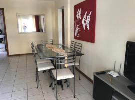 APARTAMENTO COM ÓTIMA LOCALIZAÇÃO NA QUADRA DO MAR EM ITAPEMA MEIA PRAIA, apartment in Itapema
