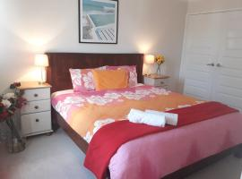 Rossmoyne 2 BEDROOM HOUSE, SELF CHECK IN, Walk to River, Shops, Bus, Trains, Cls to Airport, City, Beaches