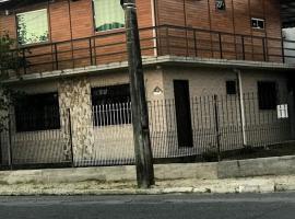 Casa acesso trevo BR 101Itajaí SC para até 6 pessoas