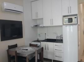 Apart Av Atlant-30 metros da praia, Próx Shop Atlântico, budget hotel in Balneário Camboriú