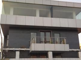 Brajdhamyatra 5003#Lala Badri Seva Sadan, pet-friendly hotel in Vrindāvan