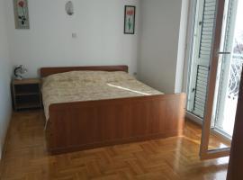 Apartmani Juradin 1, hotel in Podstrana
