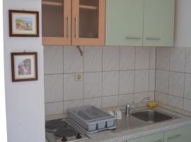 Apartmani Juradin 2, hotel in Podstrana