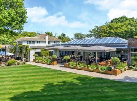 Wickwoods Country Club Hotel & Spa, hotel in Albourne