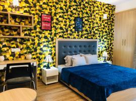 Cloud Inn-Service Studio by Four Point, apartment in Noida