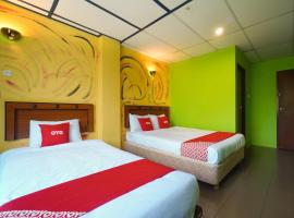 OYO 89443 Lumut Hotel, hotel di Lumut