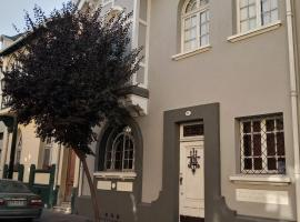 Grey & white house, bed and breakfast en Santiago