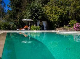 TUSCAN HILLS - STONEHOUSE, GARDEN & POOL
