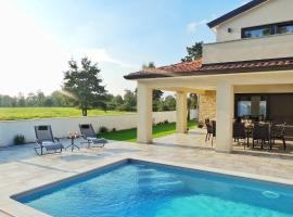 LUXURY VILLA with Pool, Outdoor Bar & Grill, Fitness & Office 2 luxury apartments