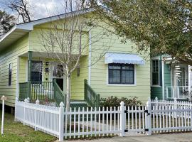 Adorable Bungalow steps to Downtown and the Beach!!