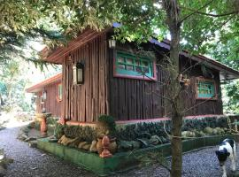The Nook - Bed & Breakfast - Cafe, campground in Monte Verde