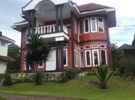VILA PRATAMA 04, pet-friendly hotel in Bogor