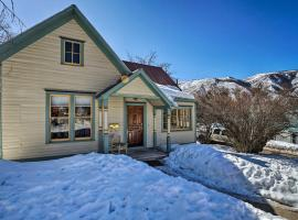 NEW! 'Victory Victorian House' Walk to Downtown!, pet-friendly hotel in Glenwood Springs