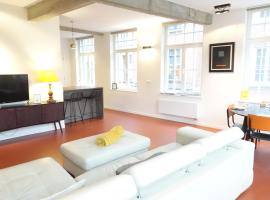 Alesia at Friday - BnB Antwerp Historic City Centre - FREE PARKING GARAGE