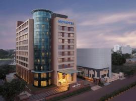 Novotel Lucknow Gomti Nagar, hotel with pools in Lucknow