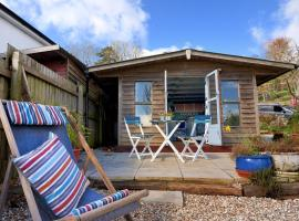 The Fishermans Hut, hotel in Lyme Regis