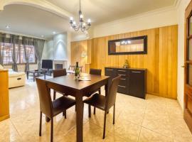 Lloret de Mar Villa Sleeps 8 with Air Con and WiFi