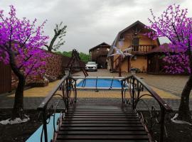 Гостиница Хаджох, hotel with pools in Kamennomostskiy