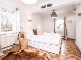 Suns, Villa Riva, Detached Villa, 1000 qm garden, mountain and river view, BBQ&bikes&sunbeds for free