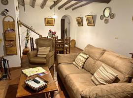 Casa rural familiar en el pueblo de Zahara de la Sierra, hotel en Zahara de la Sierra